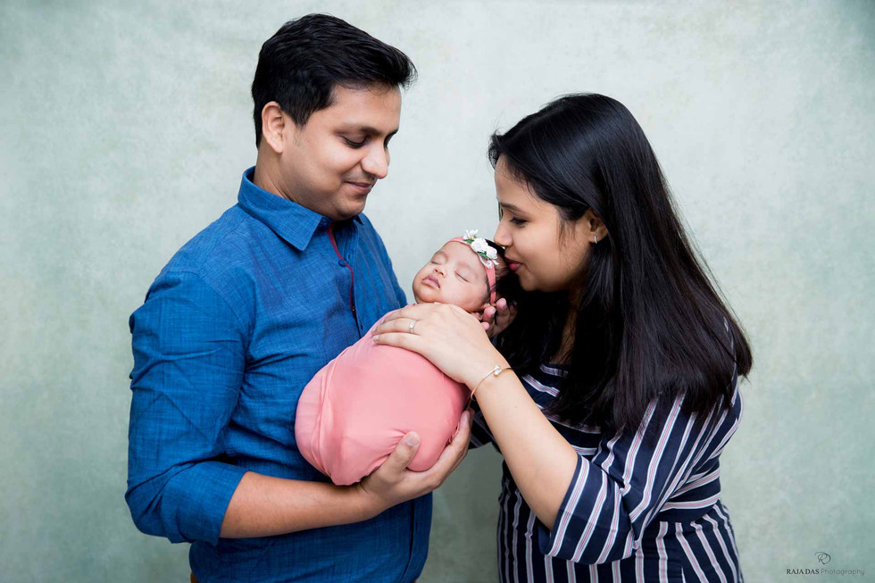 newborn-photoshoot-with-parents.jpg