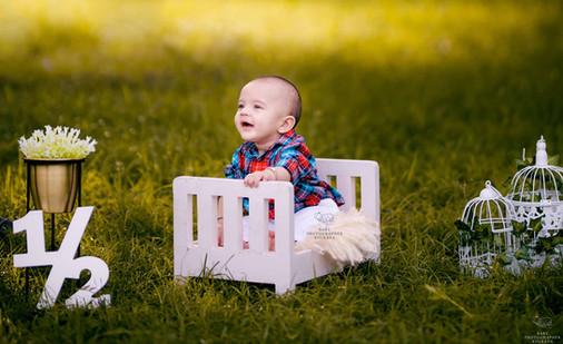 6-months-outdoor-baby-shoot.jpg