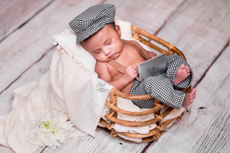 best-newborn-photographer-kolkata.jpg