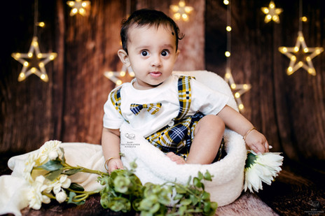 wooden-theme-six-months-baby-session.jpg