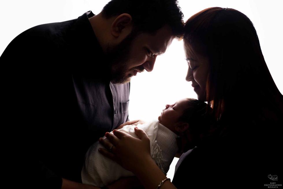 newborn-photoshoot-with-parents.jpg