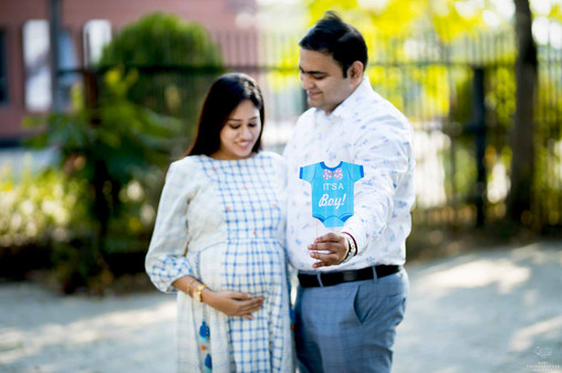 maternity-photoshoot-with-props.jpg