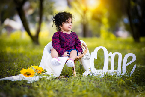 one-year-baby-girl-outdoor-session.jpg