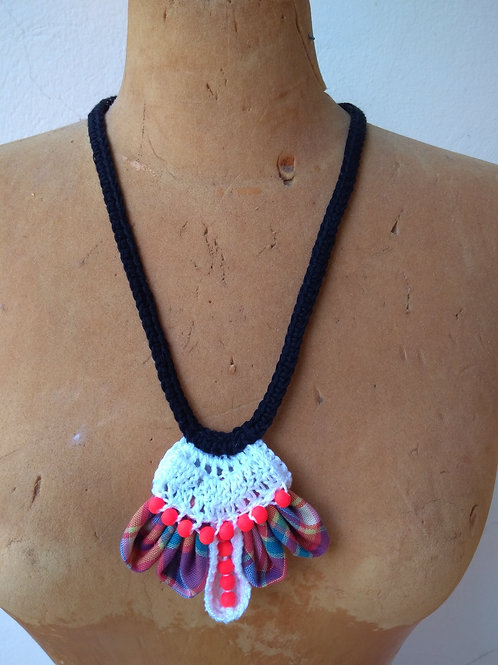 Collier exotique