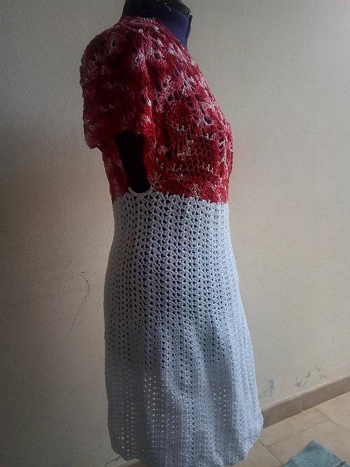 Robe rouge et blanche au crochet
