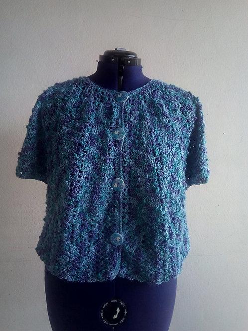 Veste bleue au crochet