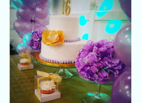 Sweet Sixteen birthday party – Stacked cakes, cupcakes, an edible rose and tinz ;)