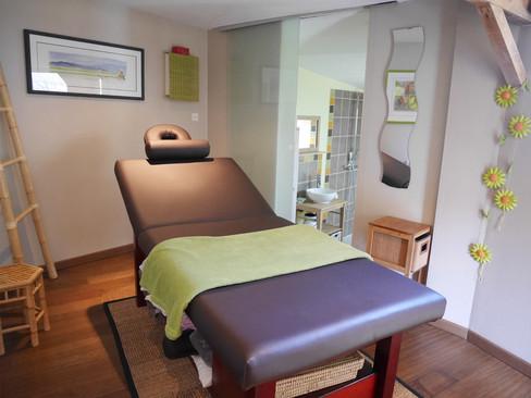 table-massage-salle-de-bain.jpg