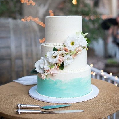 Love this buttercream cake with fresh florals with a bit of ombré blue on the bottom tier.jpg