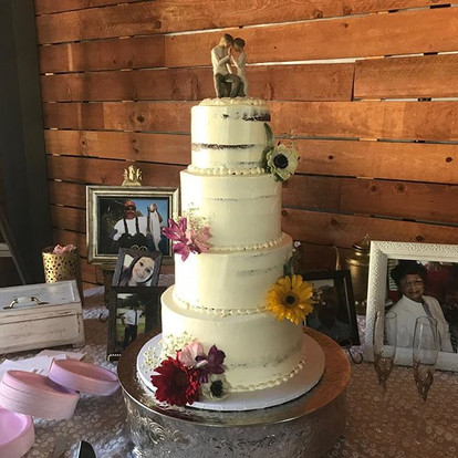 Love how simple and intimate this cake turned out! Love the old and new traditions.jpg