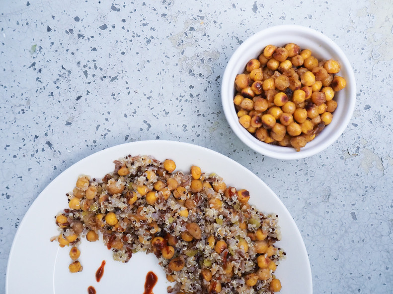 MAUSTEISET PAAHDETUT KIKHERNEET / Spicy Roasted Chickpeas