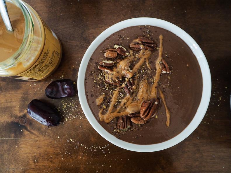 MAAPÄHKINÄVOI-SUKLAASMOOTHIE / PB & Chocolate Smoothie Bowl