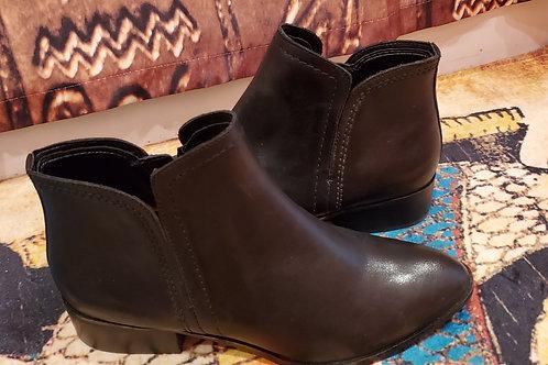 ALDO Black Leather 1 1/2 Inch Boots / Size 7.5