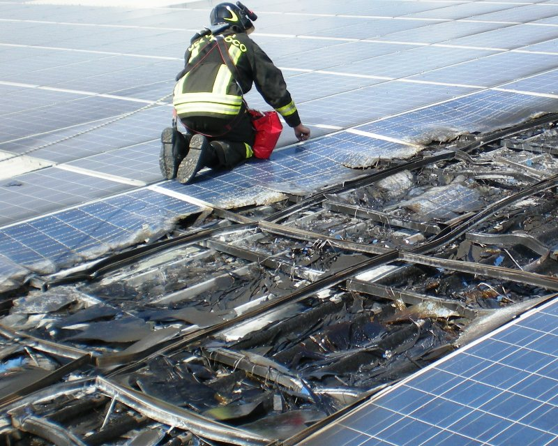 Pannelli-fotovoltaici-bruciati