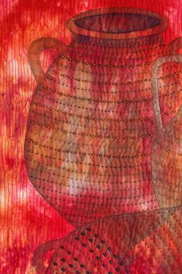 אמפורה מס' 1 פרט של ציור ורקמת חרוזים