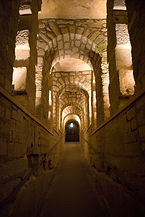 Catacombes_de_Paris_-_Passage_dit_des_do