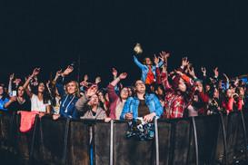 vip public bénévoles seneffe team campeurs tente couchage cocktails mojito cuba libre gin alcool rhum public foule festivaliers ambiance camping nature ecolo ecologie journaliste dj media foodtrucks interview enfants village kids experience angele damso groupe pop rock commercial radio guitare the voice la nouvelle star belgium got talents lights bass drummers bruxelles brussels belgique rap rappeur mc festival famille chaleureux week end concerts artistes belge français rappeur guitare chanteurs