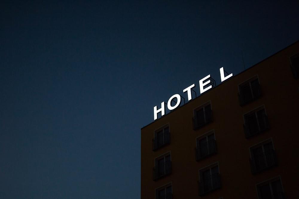 hôtel dans le noir