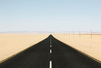 longue route qui illustre le conseil à l'année du bureau ON