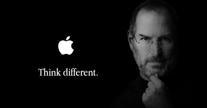 Steve Jobs avec la citation Think different