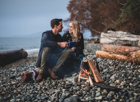 A Campfire Picnic | Wreck Beach Engagement Session