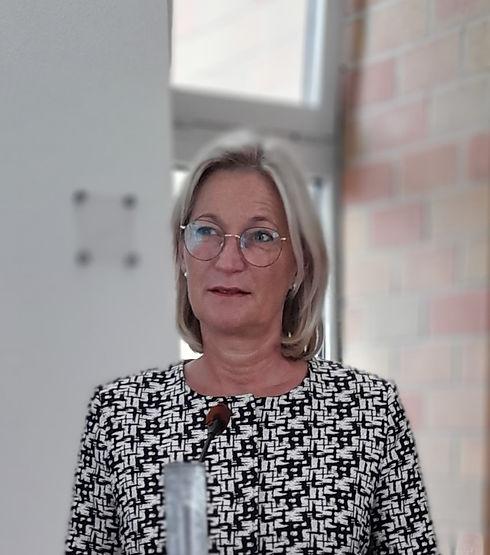 Judith Trauerrednerin 2021 3.jpg