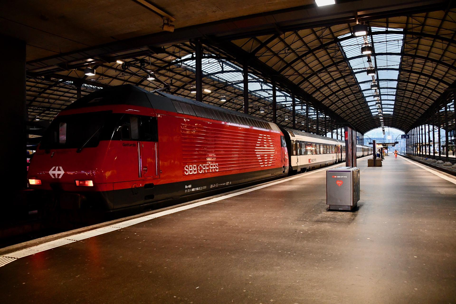 train-station-4987656_1920