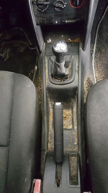 pressing intérieur voiture