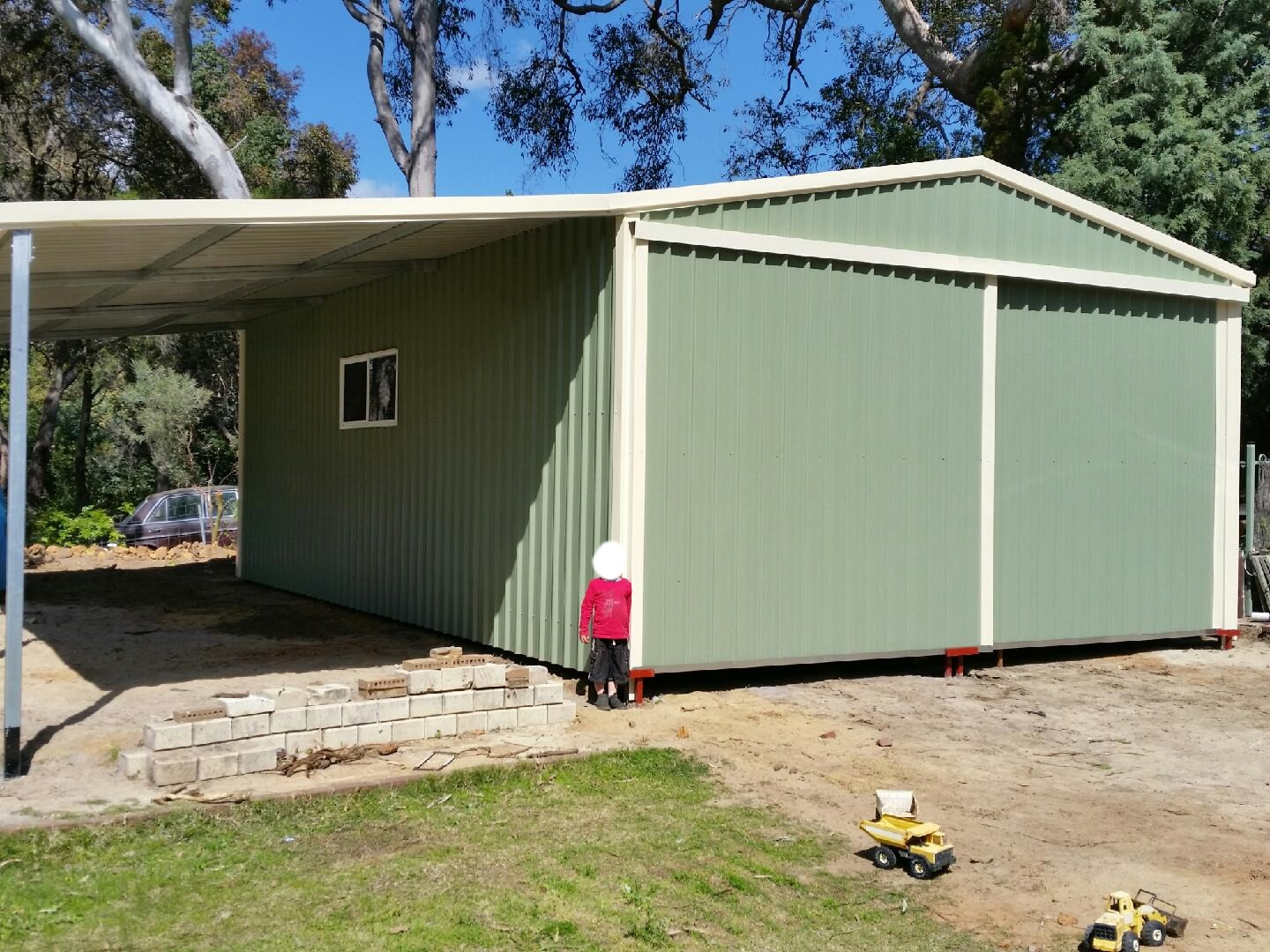 Lesmurdie - shed with lean-to