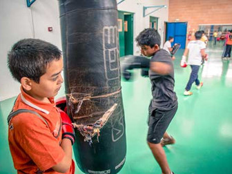 Apprendre à boxer pour mieux lutter