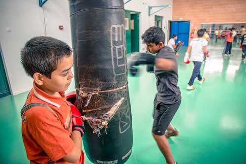 Deux garçons, Samuel et lllan, du premier groupe crée à l'exercice à La Courneuve en 2014.