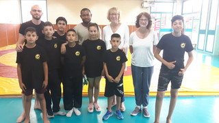 Les enfants du Yag Bari rencontrent Geneviève Avenard, Défenseure des enfants et Colette Duquesne de
