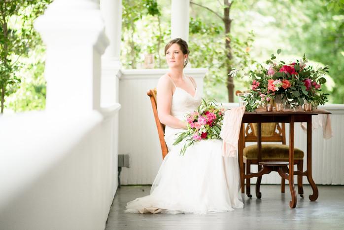 bridal session_bouquet_ritchie hill
