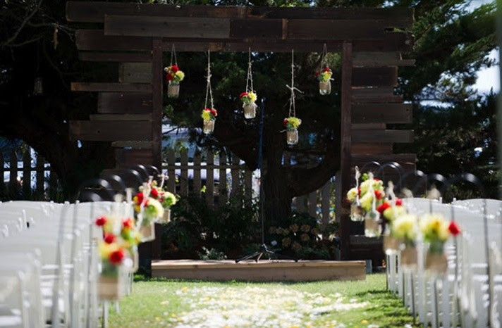 Mason Jar Wedding Decor & Floral Arrangements