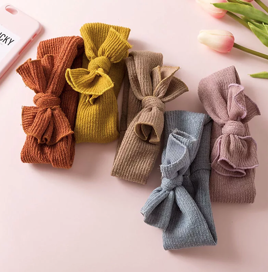 KNITTED BABY BOWS