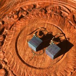 本藍染め檜のピアス