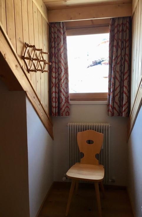 Rénovation d'un chalet dans les Alpes par Silvia Violati, Décoratrice UFDI sur Paris 9 (75) et Rome : rideaux sur mesure.