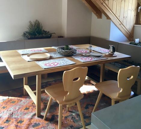 Rénovation d'un chalet dans les Alpes par Silvia Violati, Décoratrice UFDI sur Paris 9 (75) et Rome : table cuisine.