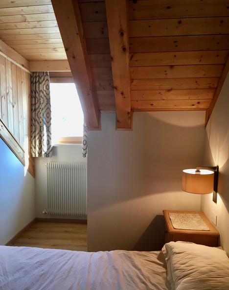 Rénovation d'un chalet dans les Alpes par Silvia Violati, Décoratrice UFDI sur Paris 9 (75) et Rome : chambre.