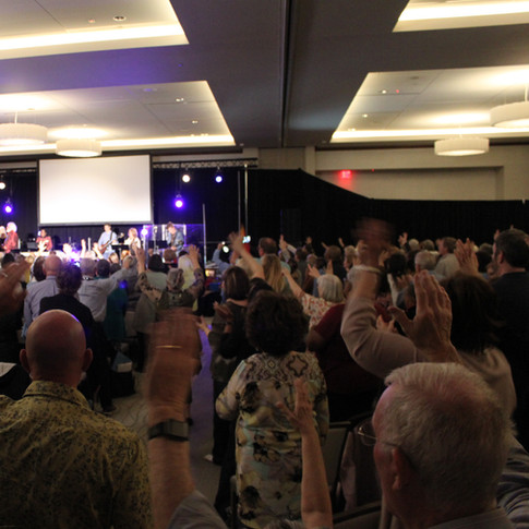 crowd worship.JPG