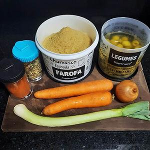 Farofa de cenoura com alho-poró