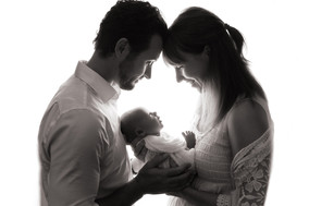 Kinda Arzon Photography | Family Portrait with newborn