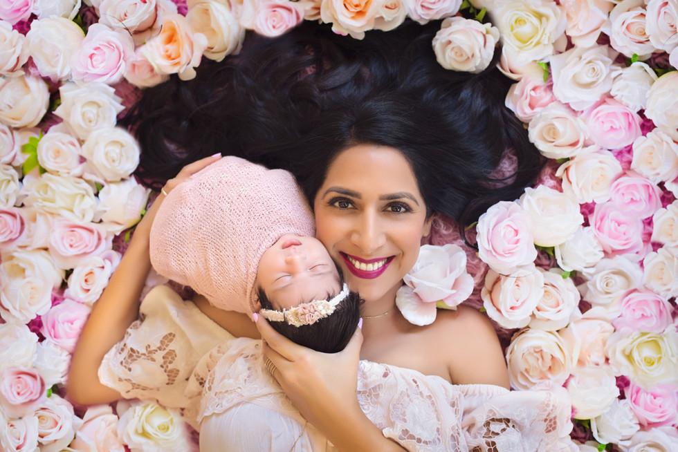 Kinda Arzon Photography | Motherhood Portrait Mother and daughter