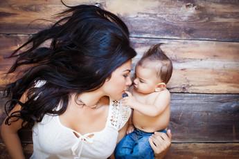 Kinda Arzon Photography | Motherhood Portrait Mother and son
