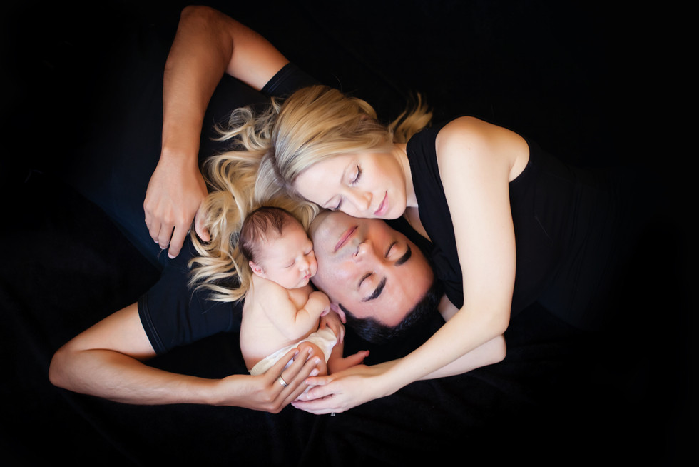 Kinda Arzon Photography | Family Portait with newborn