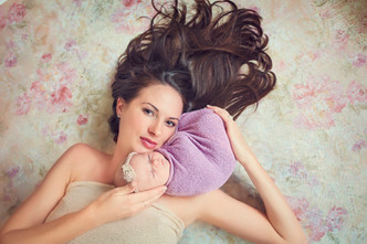 Kinda Arzon Photography | Motherhood Portrait Mother and daughter