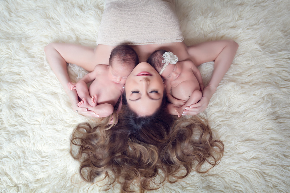 Kinda Arzon Photography | Motherhood Portrait Mother of twins