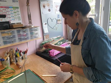 Organiser un team building artisanat avec Lucie, Artiste, Bijoutière et Marqueteuse de paille…