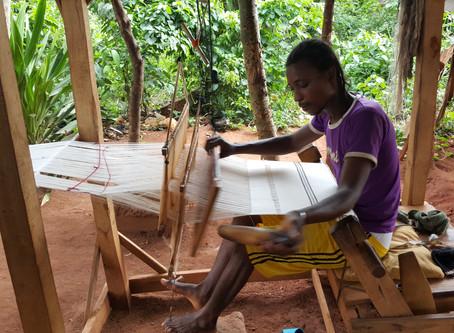 BERTRAND, Artisan Tisserand béninois originaire de la ville d'Abomey…