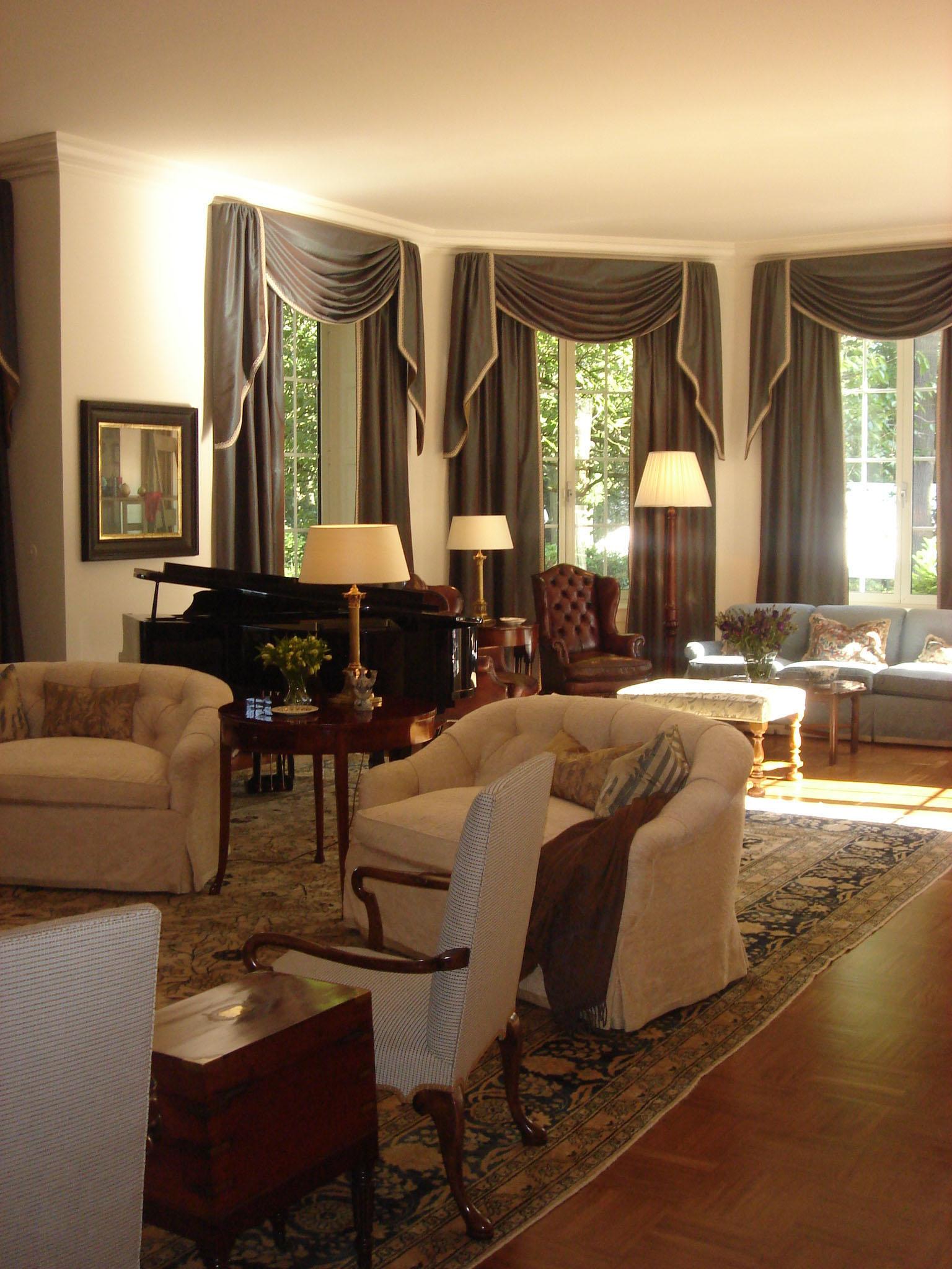 Living Room 107 bb.JPG